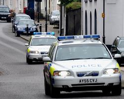 Suffolk police cars respond to an emergency call in Bury St. Edmonds (Martin Pettitt - http://www.flickr.com/photos/mdpettitt/3012440687/)