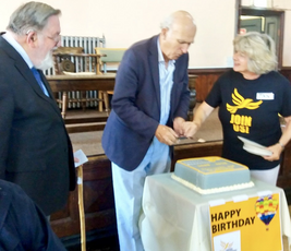 VC cuts 30th Birthday cake ()