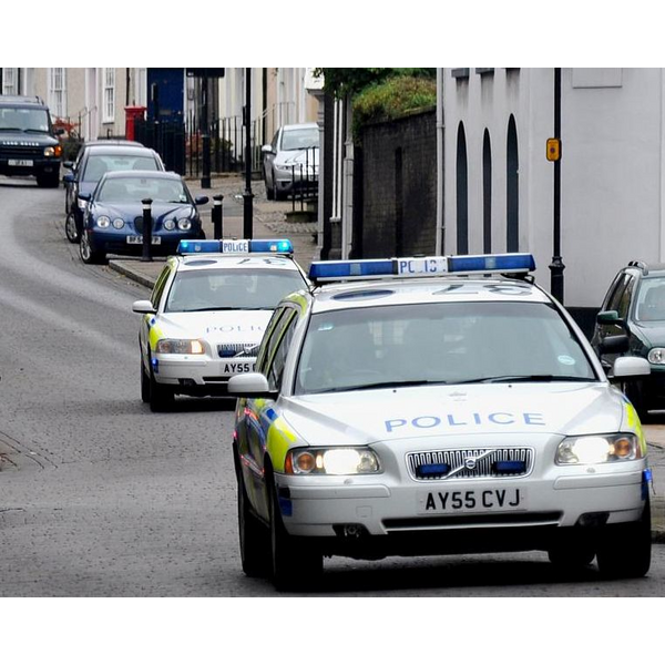 Suffolk police cars respond to an emergency call in Bury St. Edmonds (Martin Pettitt - http://www.flickr.com/photos/mdpettitt/3012440687/)